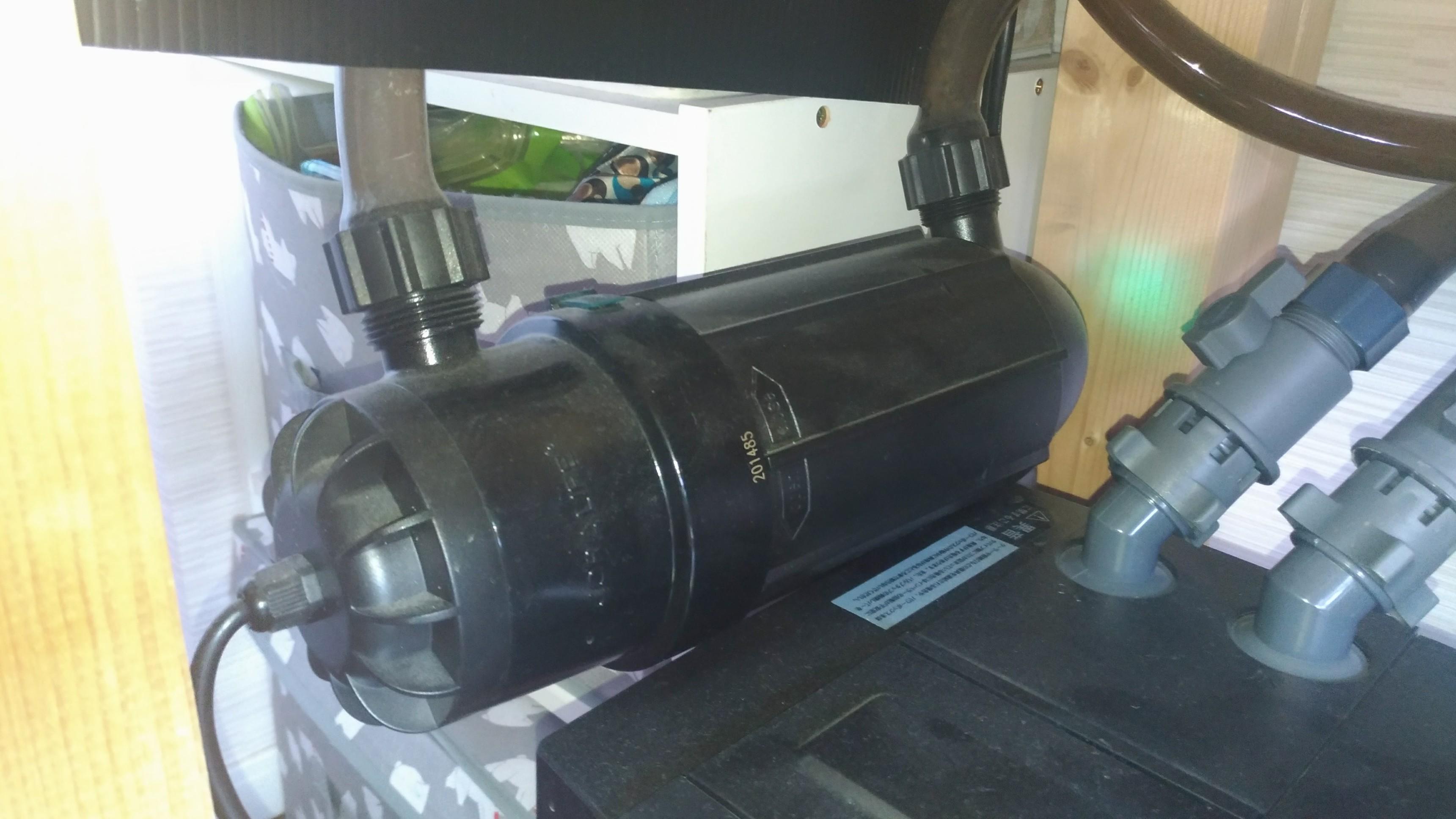 アロワナ水槽の設備と飼育用品3 殺菌灯 カミハタターボツイストZ 18W